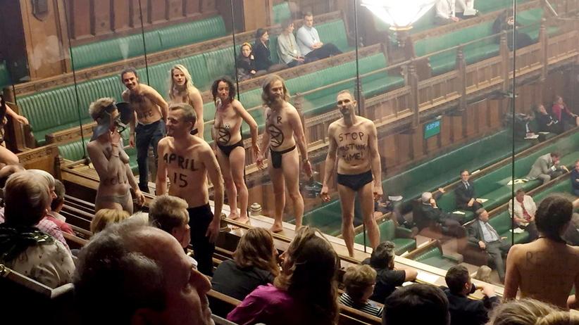Nagi protest w brytyjskim parlamencie. Aresztowano 12 aktywistów