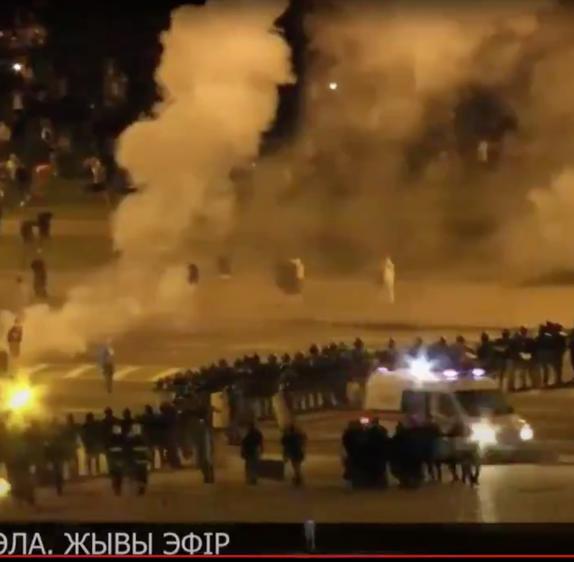 Wybory na Białorusi. Ludzie wyszli na ulice, władza tłumi protesty