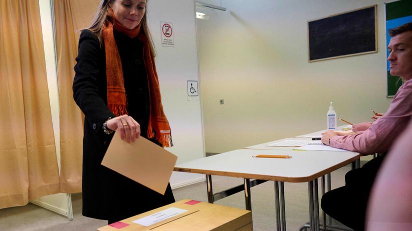 Premier Islandii Katrin Jakobsdottir oddaje głos
