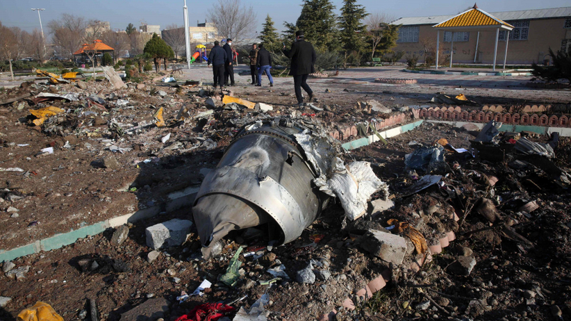 Zestrzelenie samolotu w Iranie. Jest nowe nagranie. NYT: to były dwie rakiety