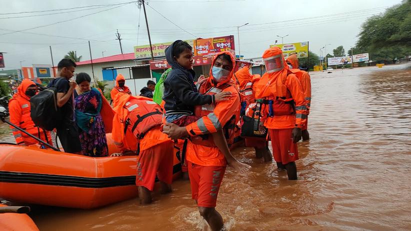 Powodzie w Indiach. Zginęło co najmniej 76 osób