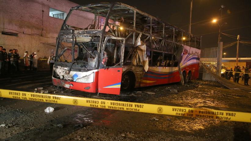Lima: Autobus stanął w ogniu na dworcu. Zginęło 20 pasażerów [WIDEO]