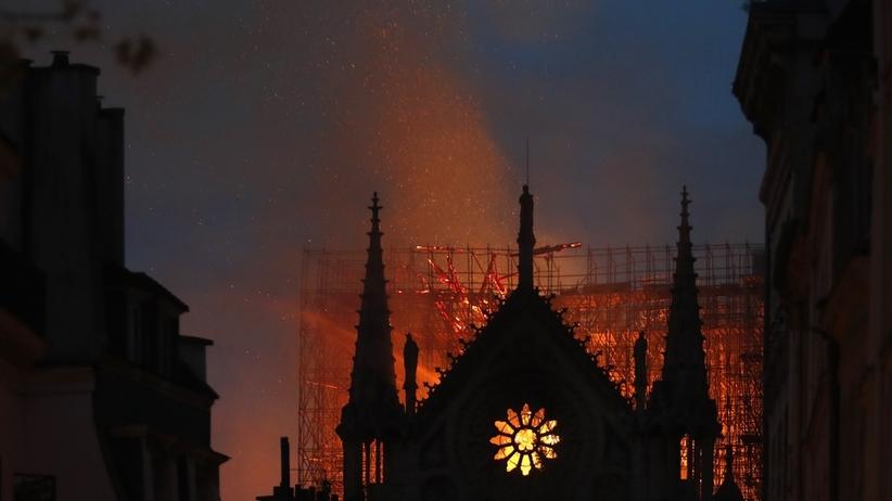 """""""Wszystkie dzieła sztuki uratowane"""". Ksiądz z Notre Dame przekazał dobrą wiadomość!"""