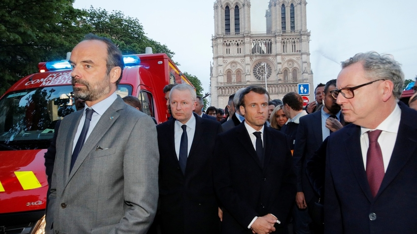 """Macron przybył pod Notre Dame. """"Podzielam emocje całego narodu"""""""