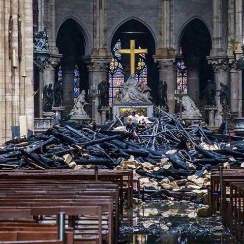 Tak wygląda zniszczona katedra Notre Dame po pożarze