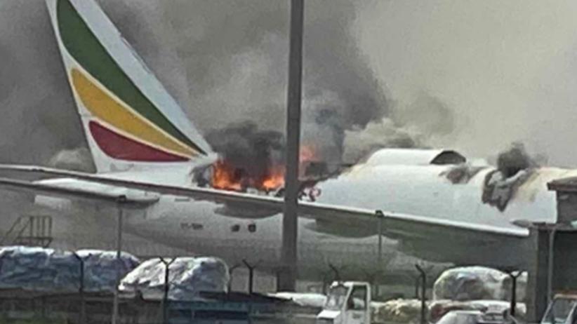 pożar samolotu w Szangaju