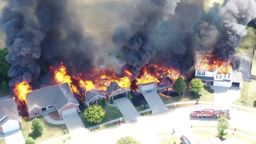 Pożar w Indianie. Kilka domów stanęło w płomieniach [WIDEO]