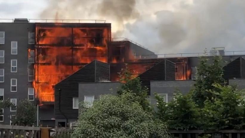 Ogromny pożar budynku mieszkalnego w Londynie