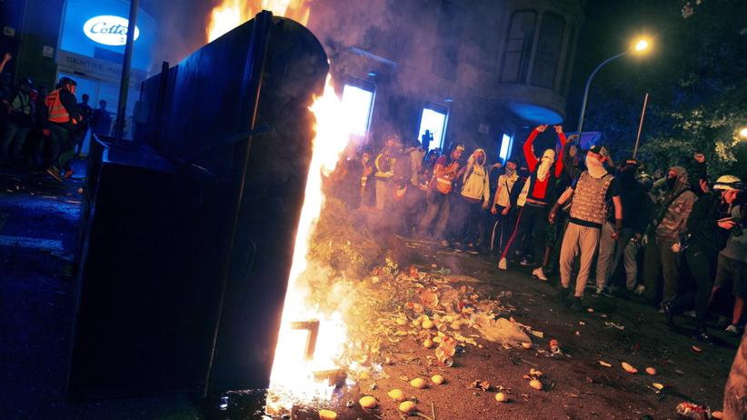 Groźne zamieszki w Hiszpanii. Płoną barykady i auta, coraz więcej rannych
