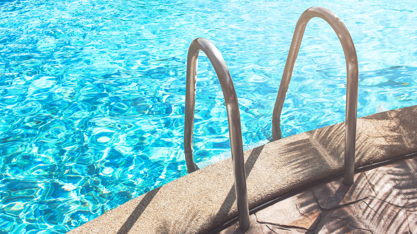 Tragedia na wakacjach. Nastolatki utopiły się w hotelowym basenie
