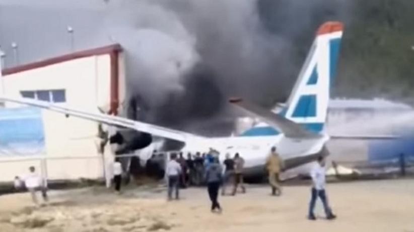 Nie żyją dwie osoby, są ranni. Samolot uderzył w budynek, wybuchł pożar