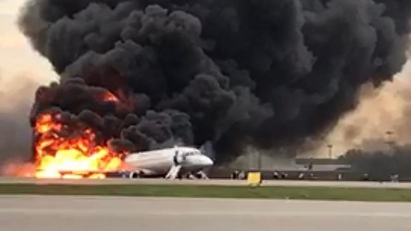 Płonący samolot lądował awaryjnie. Są ofiary śmiertelne