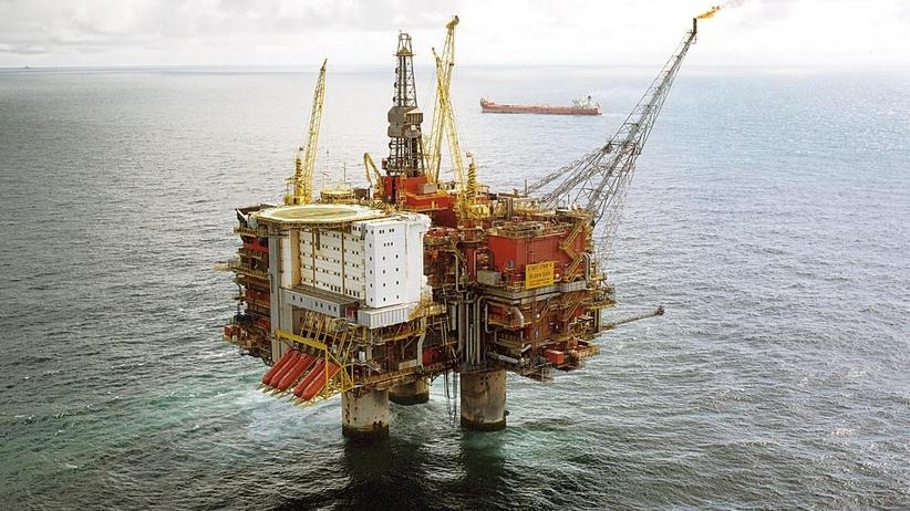 Statek uderzył w platformę wiertniczą. Ewakuacja pracowników