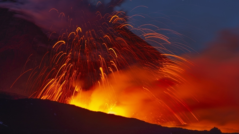 Najwyższy wulkan Europy znów aktywny? Z Etny wypływa lawa