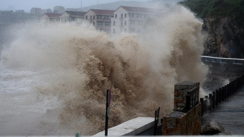 Tajfun Lekima uderzył w Chiny. Ofiary śmiertelne. Ponad milion ewakuowanych