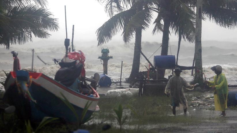 Pabuk sieje spustoszenie w Zatoce Tajlandzkiej. Turyści utknęli na wyspach, są pierwsze ofiary