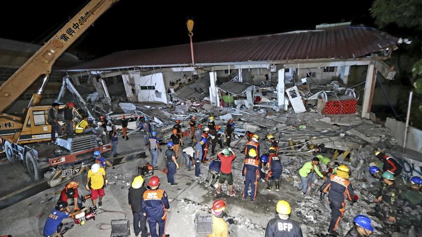 Trzęsienie ziemi na Filipinach.Pod gruzami wciąż mogą być ludzie