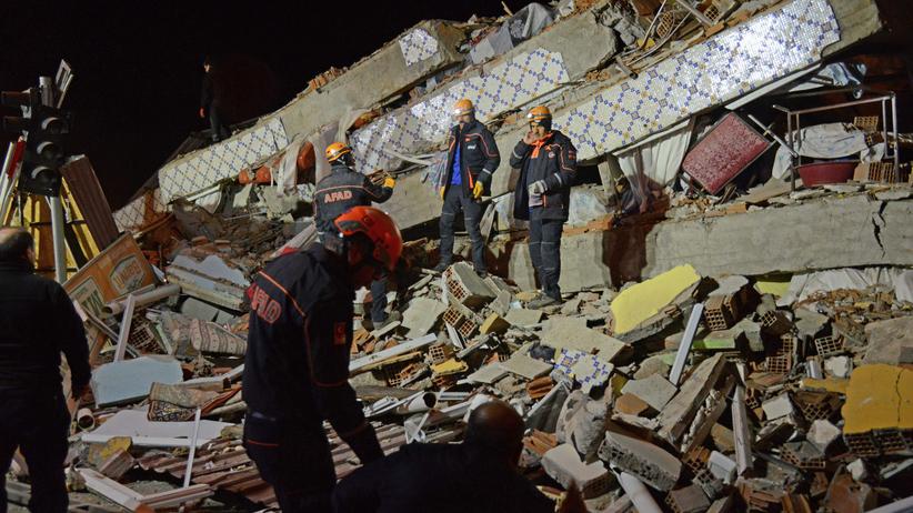 Kolosalne zniszczenia po trzęsieniu ziemi. Ponad 20, zabitych setki rannych