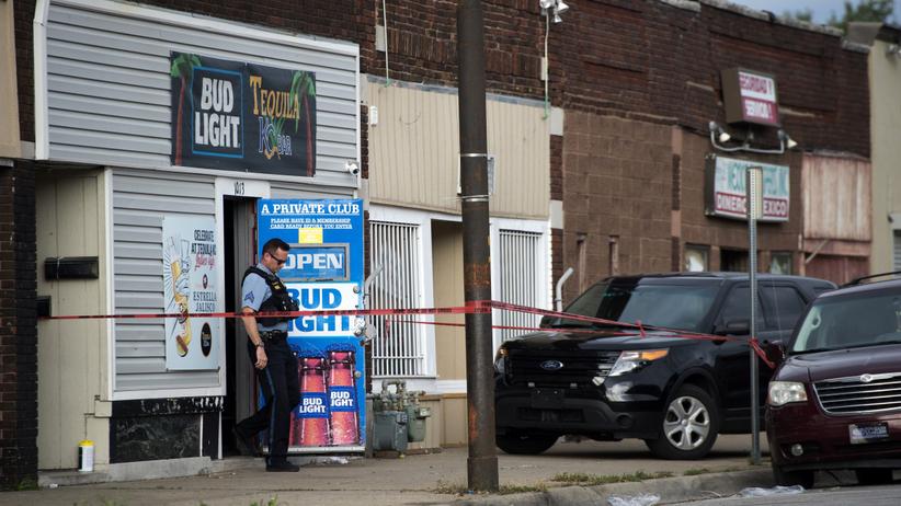 Strzelanina w barze. Napastnik wtargnął i zabił kilka osób, są też ranni