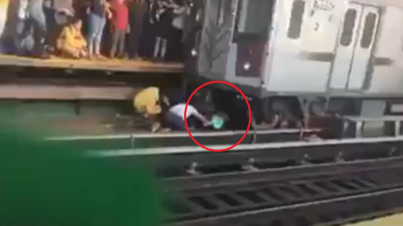 Mężczyzna rzucił się pod pociąg z 5-letnią córką w ramionach