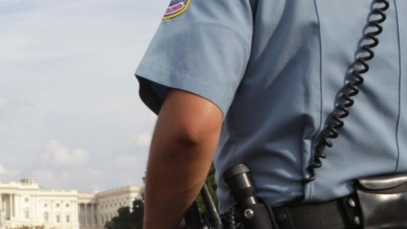 Policjant nie interweniował przy strzelaninie. Prokuratura wnosi o 100 lat więzienia