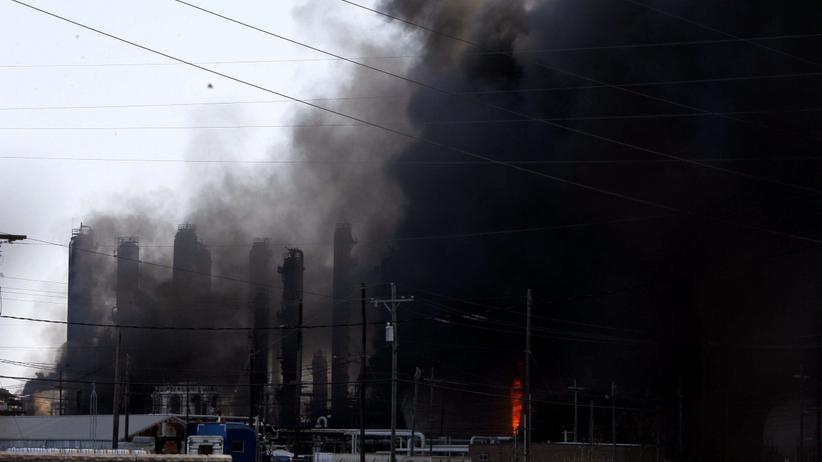 Potężne eksplozje w rafinerii. Ewakuowano kilka miejscowości