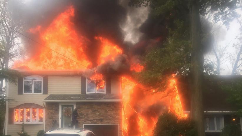 USA. Samolot runął na domy. Budynki stanęły w płomieniach