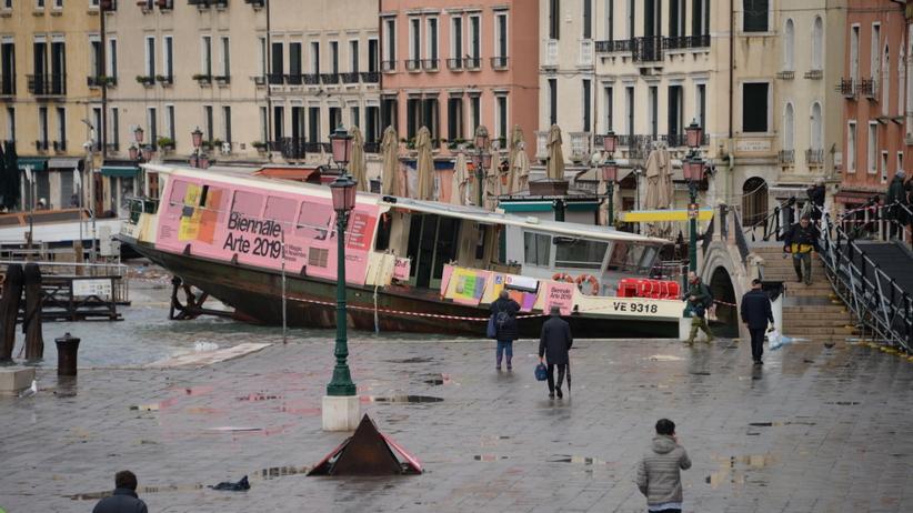 """""""Apokaliptyczne zniszczenie"""" w Wenecji. Ogromna powódź, nie żyją dwie osoby"""