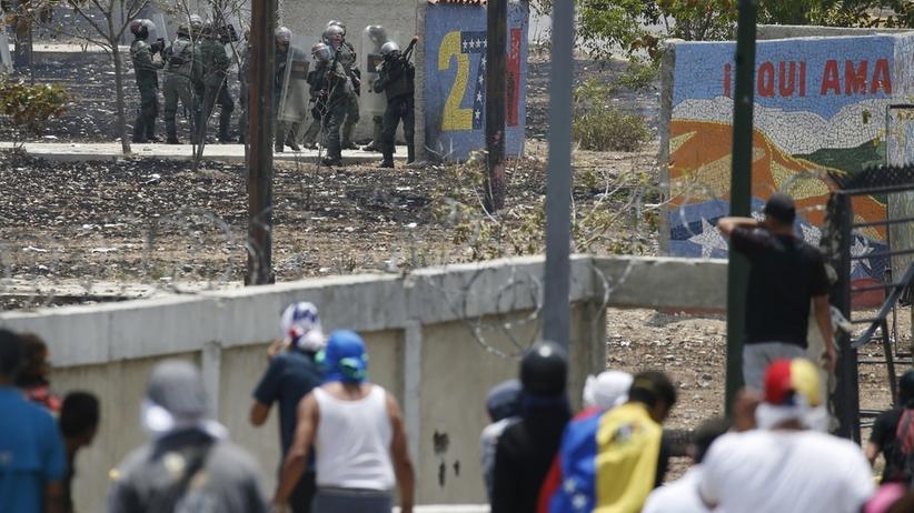 Wymiana ognia w Caracas. Starcia między zwolennikami Guaido i Maduro