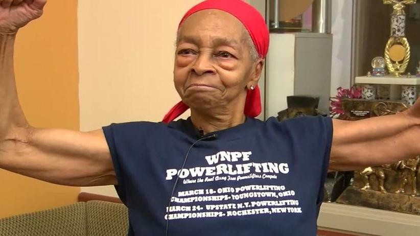82-latka powstrzymała włamywacza. Rozbiła mu na głowie stół