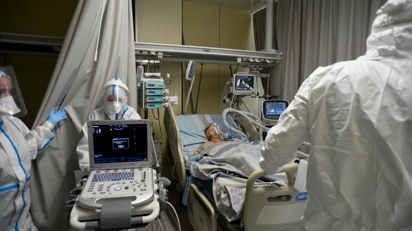 Szpital w czasie pandemii Covid-19 - zdjęcie ilustracyjne