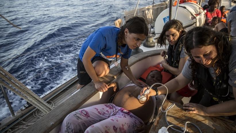 40 migrantów nie może zejść ze statku. Szef MSZ Włoch: Lekceważą włoskie prawo
