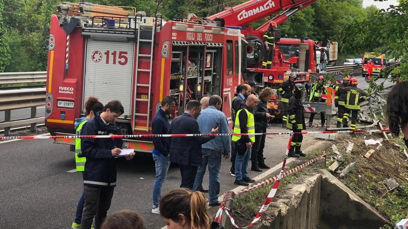 Tragiczny wypadek autokaru z turystami. Jedna osoba nie żyje, wielu rannych