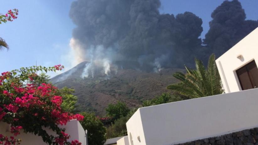 Wybuch wulkanu na wyspie. Sieć obiegły wstrząsające filmy i zdjęcia