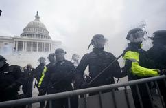 Zamieszki na Kapitolu. Tłum ściera się z policją